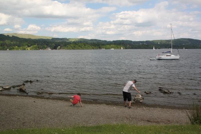 06.08.39 - Skimming stones