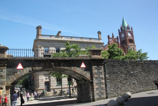 07.10.05 - Derry's walls