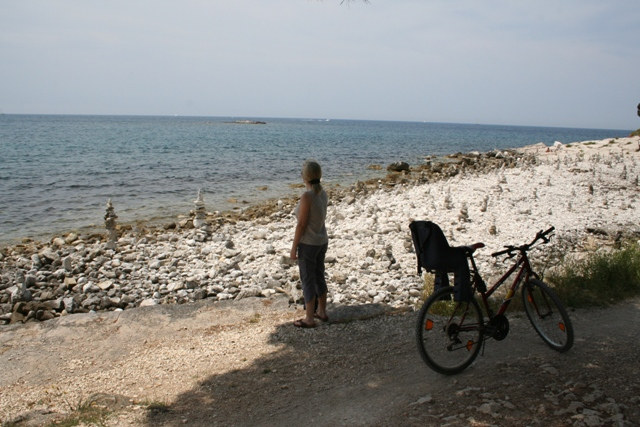 06.16 - Zlatni Rt.07 - cycling in the forest