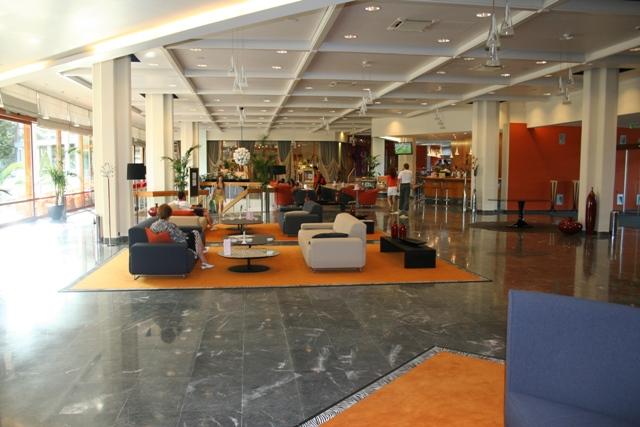 06.23 - 10 - Hotel Eden lobby