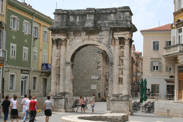 06.18 - 07 - Arch of Sergius at Pula