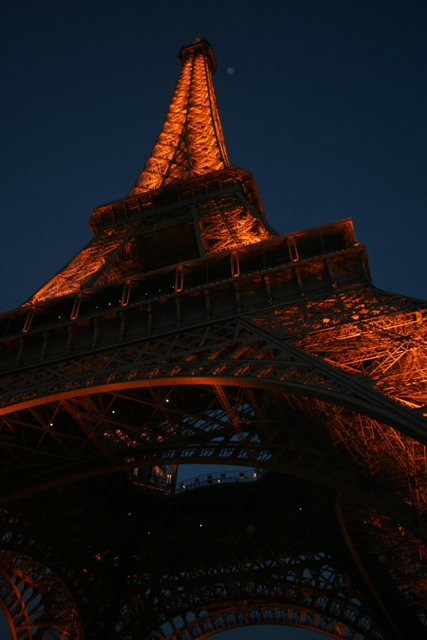 09.10 - 21 - Eiffel Tower at night