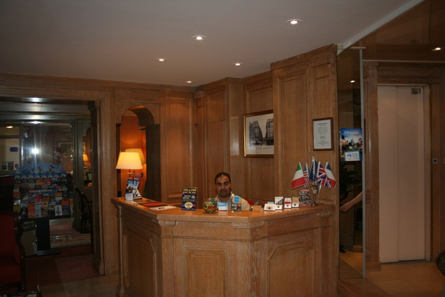 09.10 - 26 - Hotel reception of Eiffel Kennedy