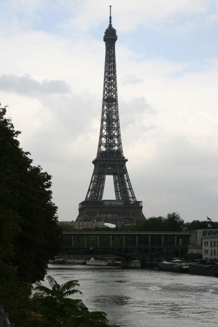 09.07 - 02 - Eiffel Tower from Avenue des Cignes