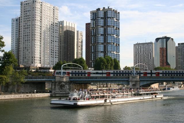 09.08 - 27 - Parisian scene - Bateau mouche