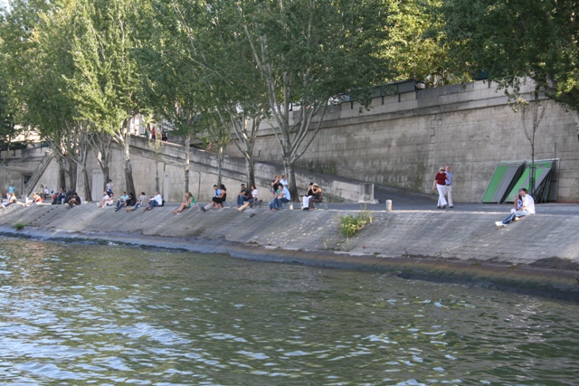 09.10 - 14 - View of banks of Seine from bateau mouche