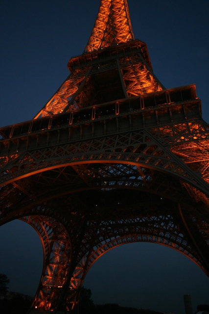 09.10 - 20 - Eiffel Tower at night