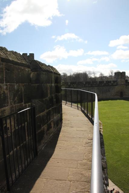 04.08.37 - Alnwick Castle