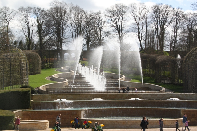 04.08.85 - Alnwick Castle Gardens