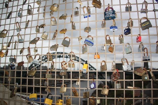 04.09.35 - Love locks