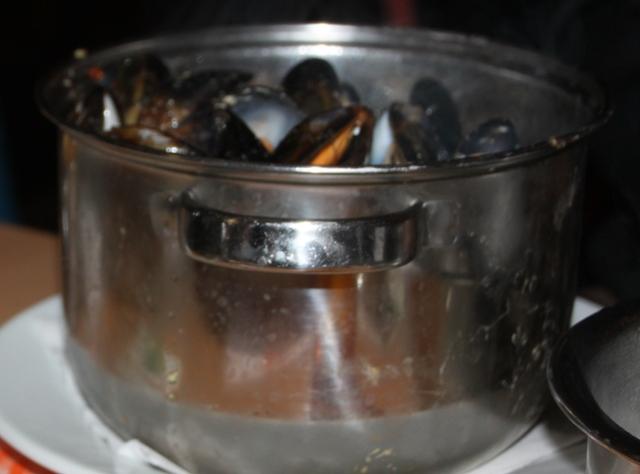 04.09.41 - Big Mussels