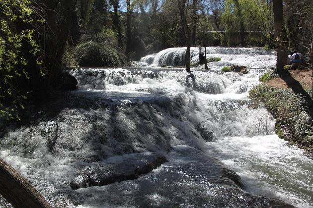 04.02.046 - Waterfalls